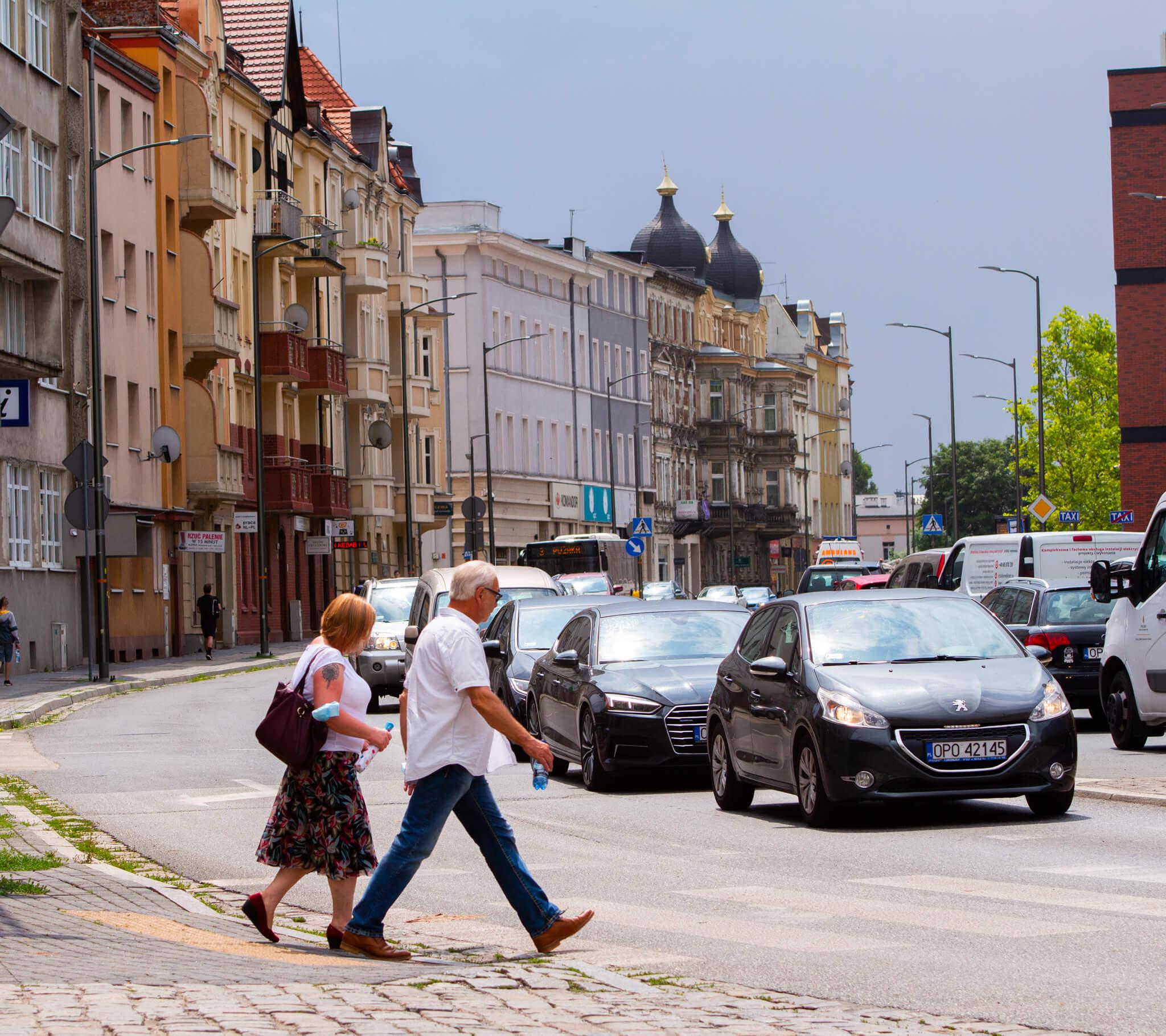 ulica Stefana Żeromskiego , samochody , ludzie