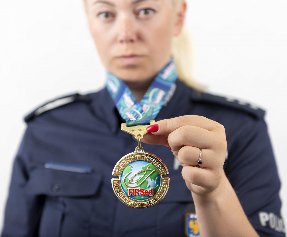 policjantka_wedkarz